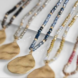 Blue bead hammered gold teardrop pendant necklace